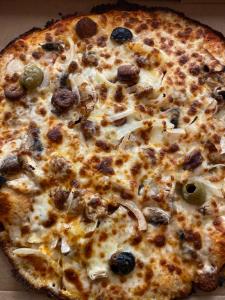 La pizza Vésuvio du restaurant pizzeria grill le moulin à cherbourg
